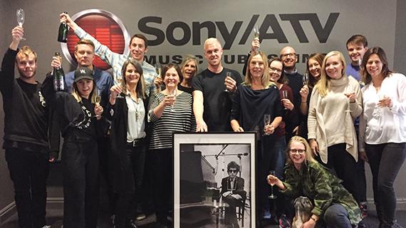 Varmaste gratulationer till Bob Dylan och musikförlaget Sony/ATV