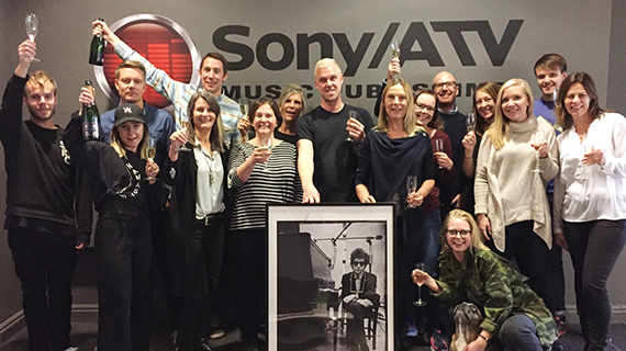 varmaste gratulationer Varmaste gratulationer till Bob Dylan och musikförlaget Sony/ATV  varmaste gratulationer
